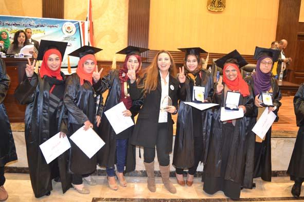 الطالبات المتفوقات مع ايناس نور