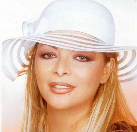 بعد الفيديو المشهور الذي قالت فيه أنها لا تملك شيئ فلة الجزائرية غير مرحب بها في التلفزيون الجزائري
