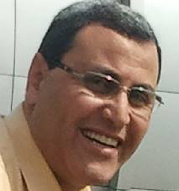 أحمد عبدالله يحتفل بعيد ميلاد زوجته