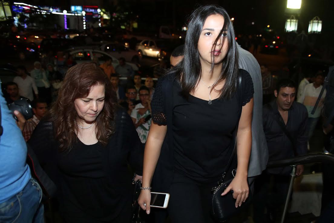 دلال-عبدالعزيز-وإيمي-سمير-غانم-في-عزاء-ميرنا-المهندس
