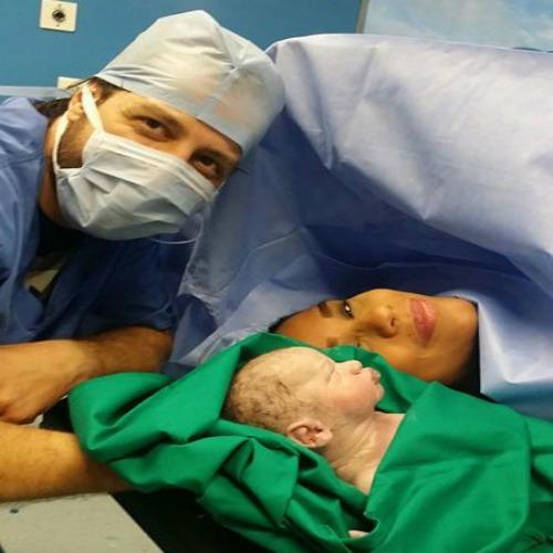 بالصور أمينة وزوجها من داخل العمليات بعد ولادتها الثانية
