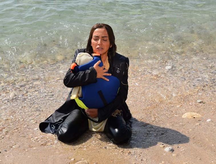 بالصور نجوم الدراما يجسدون معاناة هجرة السوريين والموت في عرض البحر