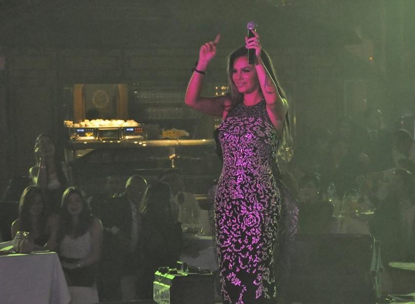 بالصور ..نيكول سابا تتألق فستان تكلفته 15 الف دولار في ثاني حفلاتها برأس السنة