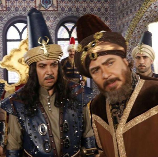 بالصور النجوم محمد رياض وكمال ابورية واحمد ماهر في اول مشاهدهم بمسلسل السلطان والشاة