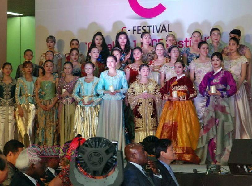 مشاركة الجزائر باللباس التقليدي في كوريا الجنوبية