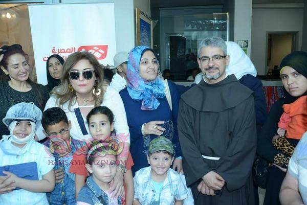 نجوم الفن والجيش لزيارة مستشفي سرطان الاطفال
