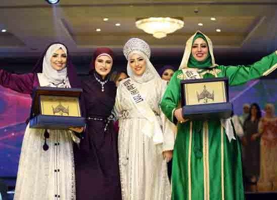 """فوز اليمنية""""منال أحمد"""" بلقب ملكة جمال المحجبات العرب لعام 2017"""