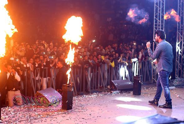 بالصور: رامي جمال يغني امام زوجته لاول مرة بحفل الصالة المغطاة بحضور الالاف وشاهين يشارك بالحفل
