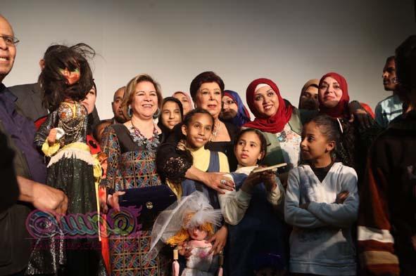 تكريم رجاء الجداوى وامهات مدينه اﻻقصر بمناسبه عيد اﻻم على هامش مهرجان اىقصر للسينما اﻻفريقيه