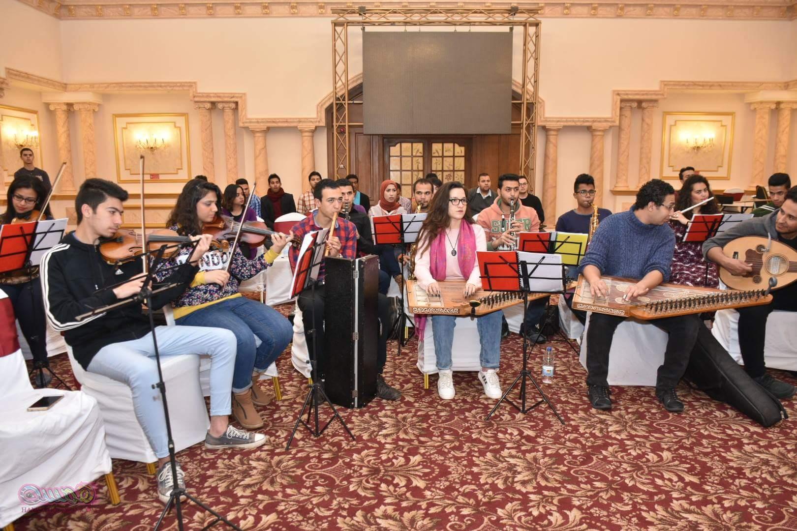 بالصور اوكسترا وزارة الشباب والرياضة يستقبل لطفي بوشناق استعدادا لحفل الافتتاح