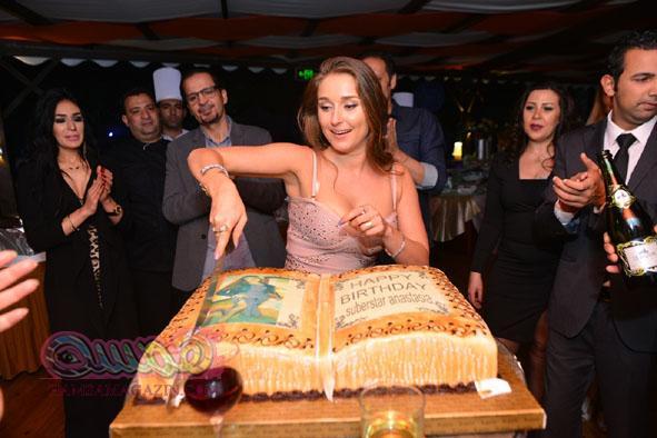 """بالصور… الراقصه الروسيه """"داليدا انستزايا"""" تحتفل بعيد ميلادها وسط نجوم المجتمع"""